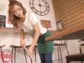 素人・AV人気企画・女子校生・ギャル サンプル動画:貧乳美人店員がコリコリに勃った乳首に気付かず働く姿 3