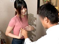 貧乳美人店員がコリコリに勃った乳首に気付かず働く姿 4