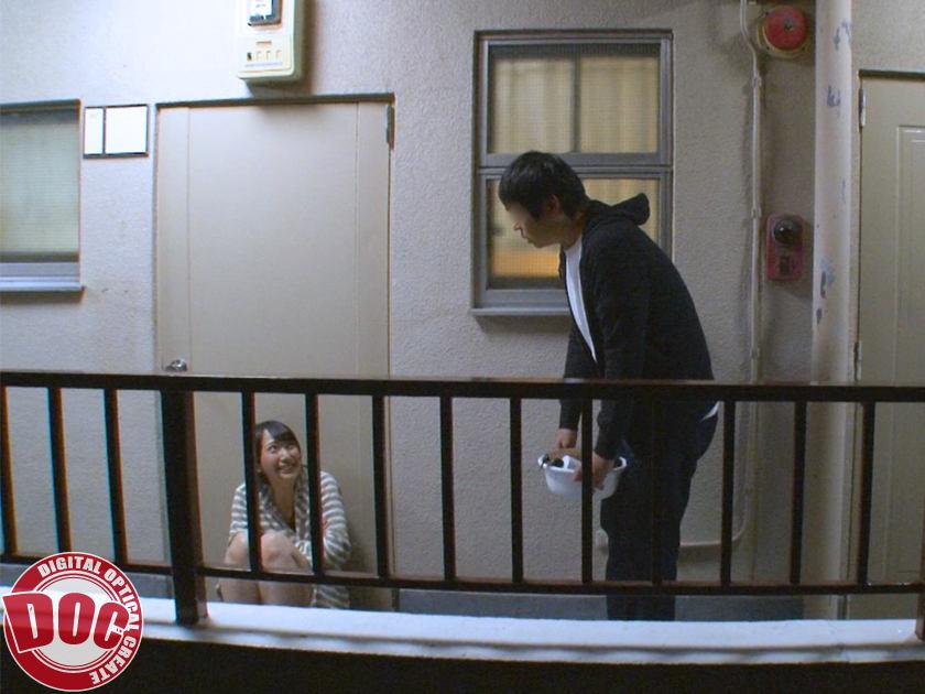 彼氏と喧嘩し締め出された隣人の薄着姿がエロいので… 2