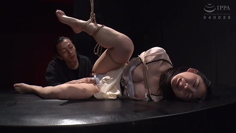 巨根の縛師に飼い慣らされてデカマラ調教! 白井ゆずか