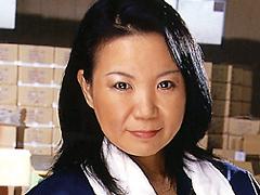 【エロ動画】シュリンク工場で働く叔母さん中出しのエロ画像