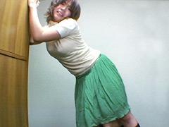 【エロ動画】立ちクンニされながら質問に答える女【二】のエロ画像