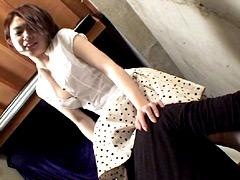 クンニ動画|立ちクンニされながら質問に答える女【十】