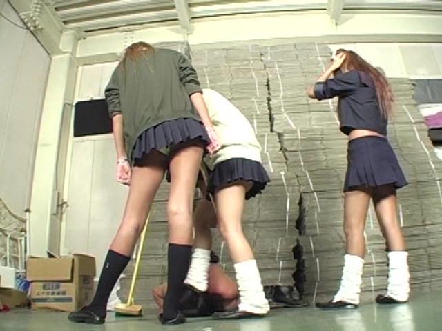 女子校生集団M男ボコり の画像4