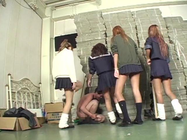 女子校生集団M男ボコり の画像6