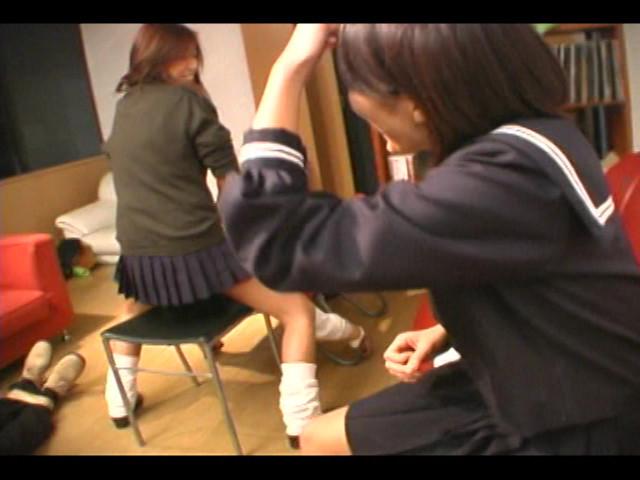 女子校生集団M男ボコり の画像9