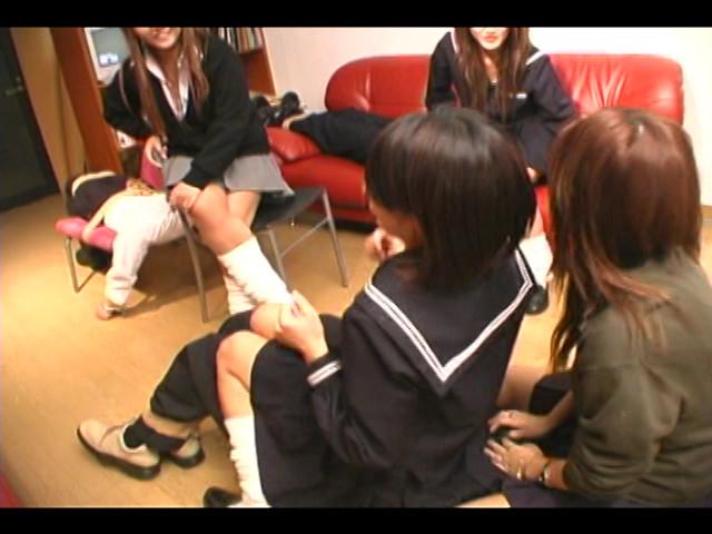 女子校生集団M男ボコり の画像11