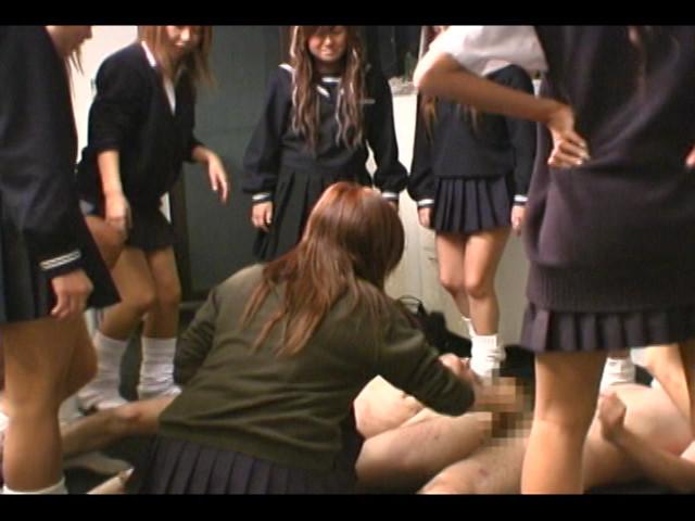 女子校生集団M男ボコり の画像19