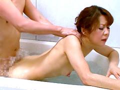 【エロ動画】家族が居ぬ間にお風呂場で…2の人妻・熟女エロ画像