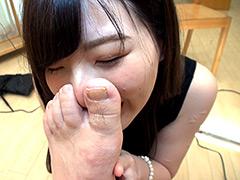 濃すぎるフェチシーンの圧縮包茎を嗅ぎ、味わう美女編 2