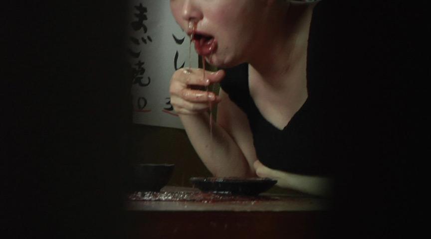 居酒屋でゲロを吐く女 盗撮風