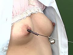 乳首フェチ!女の子同士の乳首ひっぱりあい