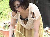 熟女のゆる~いブラからの乳首チラチラ(盗撮風) 【DUGA】
