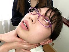 【エロ動画】窒息プレイ!生徒が女教師に首絞めのエロ画像