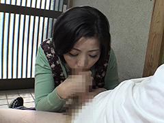 人妻熟女の玄関でベロちゅう手コキ 倉田江里子 無料画像