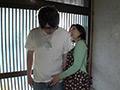 人妻熟女の玄関でベロちゅう手コキ 倉田江里子 サンプル画像0001