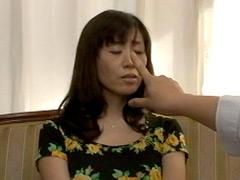 【エロ動画】痴女催眠で白目を剥いて失神した人妻 麻子の人妻・熟女エロ画像