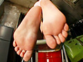汚い、足の裏…どこを見ても足だらけ