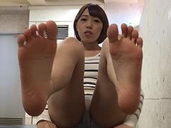 足裏:自分で自分の足の裏を撮影した女の子。2