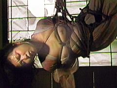 長襦袢・後手縄逆さ吊り