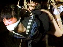 【エロ動画】緊縛セーラー服・裾まくり羞恥責めのエロ画像
