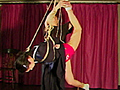 可愛い三つ編みのお下げ髪に、セーラー服を着た水城紫乃を麻縄で後ろ手にきりきりと縛り上げ、その鼻孔をいきなり鼻フックで吊り下げるという刺激的なシーンから始まります。足首に縄をかけて激しい形の中吊りと、紺色のスカートがひるがえって赤い毛糸のパンツが悩ましく露出します。逆さ吊りのままきびしい回転責め。白布のさるぐつわが被虐ムードを強調します。赤いパンツを脱がすと、その下にはぴっちりと白いショーツ、女の体臭が匂う様な下着フェチズムの描写は緊美研独自のものです。その白いショーツの上から細目の麻縄をぎっちりと食い込ませます。正座ポーズからふたたび鼻責め。屈辱と恥辱にゆがむ女の顔。セーラー服を脱いで裸身への後ろ手直進縛り、手首吊り上げ太股縛り、足指強烈緊縛、そして全裸にして縄ふんどし掛け。押さえきれずにはみ出す陰毛のいやらしい眺め。形のいい乳房の上にかかった絶妙の縄。虐待だけが緊縛ではない。女の肉体がかもし出すエロチシズムを最高に演出した緊縛シーンが、次から次へと展開する傑作映像です。