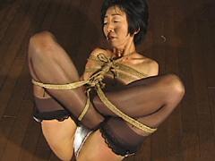 緊縛エロス09 人妻縄・ちぎれるほどの乳首吊り
