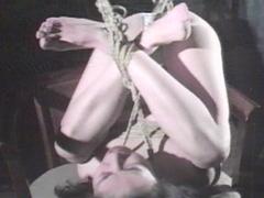 麻子背面合掌・強烈あぐら逆さ吊り
