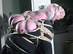 【エロ動画】超超巨乳責め・亜紀肉虐縛りのエロ画像