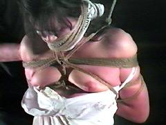 人妻牢獄・乳汁噴き出す乳首責め
