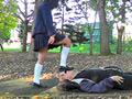 制服少女が黒ストッキングとローファ...