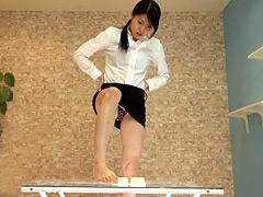 クラッシュ:足の角質が綺麗に取れるほど豆腐を踏みまくるドSなOL