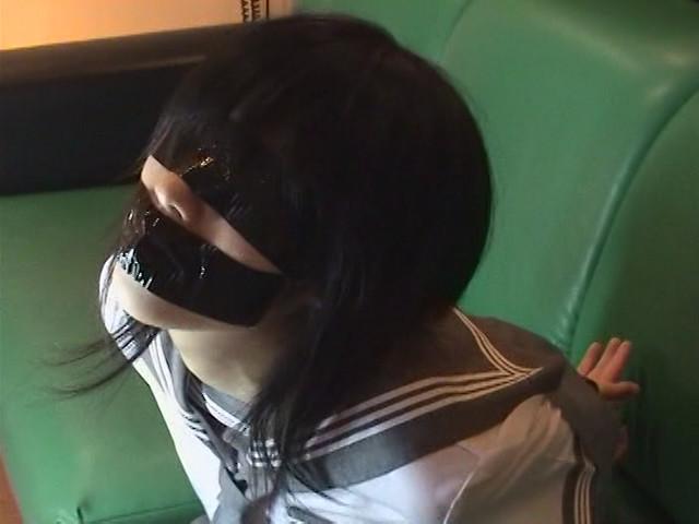 セーラー服少女テープギャグ の画像3