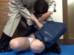 下着:あこがれの制服をスカートめくり! Vol.4
