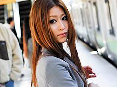 【エロ動画】通勤電車で目が合うキレイなお姉さんを尾行してみたらのエロ画像