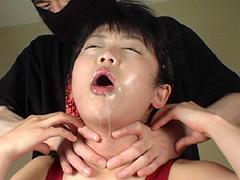 大量の涎を垂らし白眼の充血