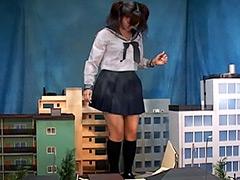 クラッシュ:巨大女子校生2