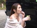 一緒に洗車に来たツレの彼女がまさかのノーブラ! サンプル画像0001