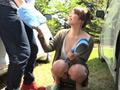 一緒に洗車に来たツレの彼女がまさかのノーブラ! サンプル画像0015
