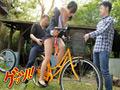 自転車通勤するタイトスカートOLを野外軟禁! 6