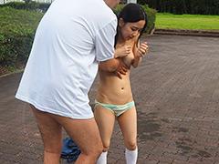 打ち水媚薬でびしょ濡れ発情した部活帰りの貧乳美少女