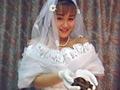 「排泄狂」シリーズ第19弾の登場です。純白のウエディングドレスに身を包んだ新婦が、恥じらいながらも排便を皆様に御披露いたします。何日も粘りカメラの前で出しきった大便に祝福を!じっくりご堪能あれ。