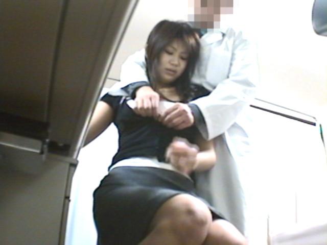 """「子供が欲しい」…でも、夫の精子が原因で妊娠できない夫婦の悩みにつけ込んだ悪徳婦人科医は美人妻だけを狙い自らの精子提供を持ちかけ「性交によるホルモンの活性が妊娠の確率を高める」と巧みな嘘で""""孕ませ中出しセックス""""を受精するまで何度もヤッテいる!! の画像14"""
