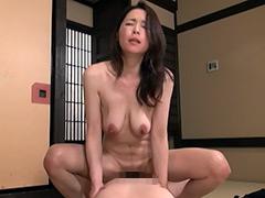 【エロ動画】ま、まさか、50過ぎの母親の裸体で勃起するなんて…2のエロ画像