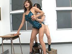 【エロ動画】背の高いお姉さんと小男のセックス 山本美和子のエロ画像