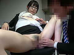 【エロ動画】新人女性社員が面接官001のエロ画像