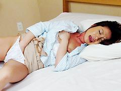 【エロ動画】人妻誘惑マンズリオナニーパンティーの中濡れていますのエロ画像