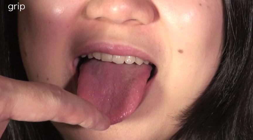 素人粘写03 永久に溢れる唾吐き責めと乳首責めだけで絶頂を迎える超絶敏感肉体を持つOL編 の画像1