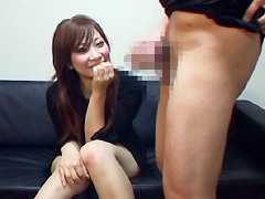【エロ動画】ウブな素人娘の赤面センズリ鑑賞のエロ画像