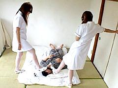 ボケ患者に車椅子とヒールでイジメ楽しむ白衣の裏天使